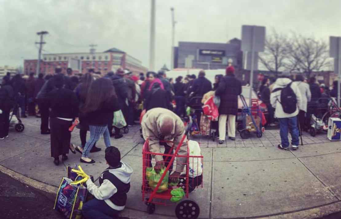 Crowds at the Community Solidarity Hempstead Food Share